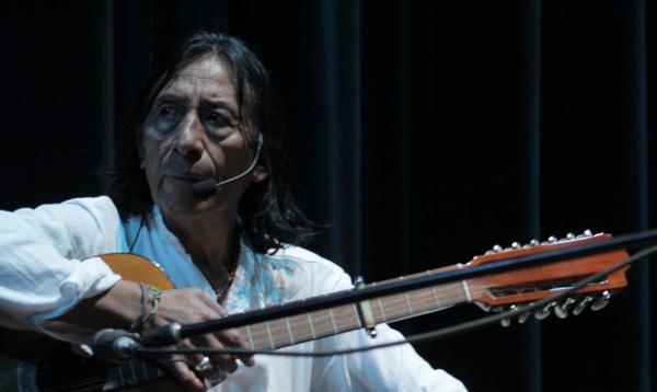 La Facultad de Comunicación entrega reconocimiento a Enrique Males por su trayectoria etno-musical